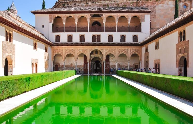 Cour des myrtes dans le palais de Nasrid à Alhambra, Grenade, Espagne photo libre de droits