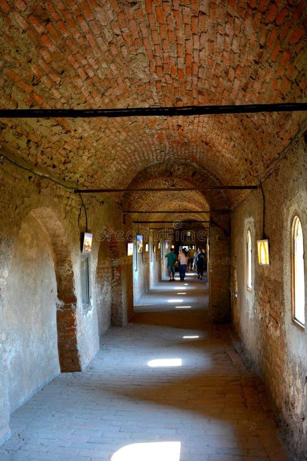 Cour du château de Corvin dans Hunedoara, la résidence du roi roumain de la Transylvanie, Iancu de Hunedoara images stock