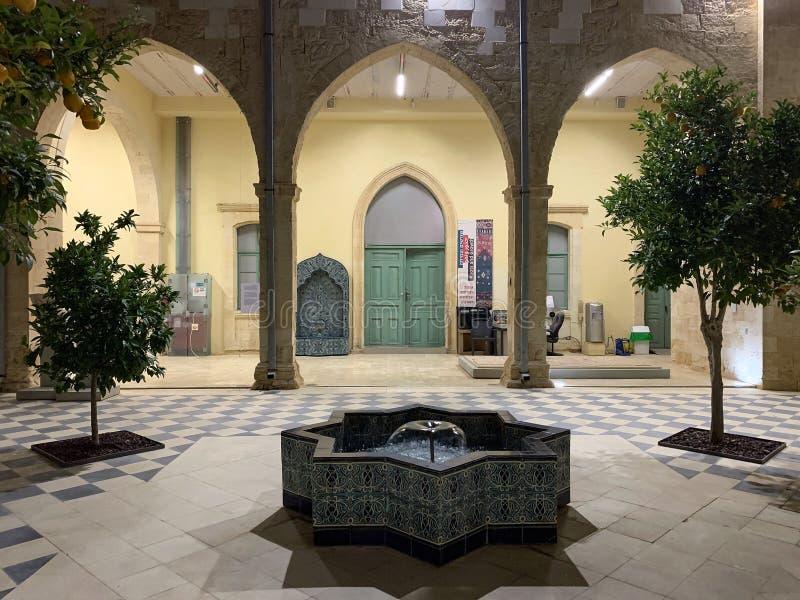 Cour du musée archéologique de ville de Sheva de bière images libres de droits
