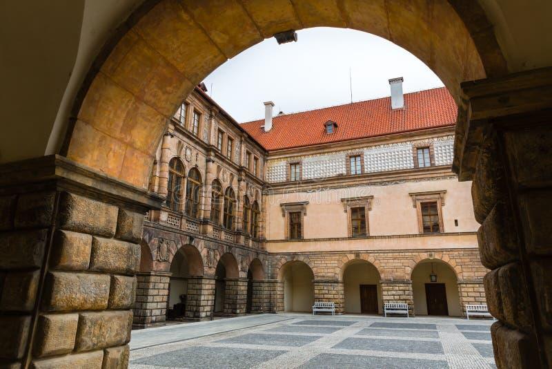 Cour en pierre antique de château, personne, l'Europe images stock