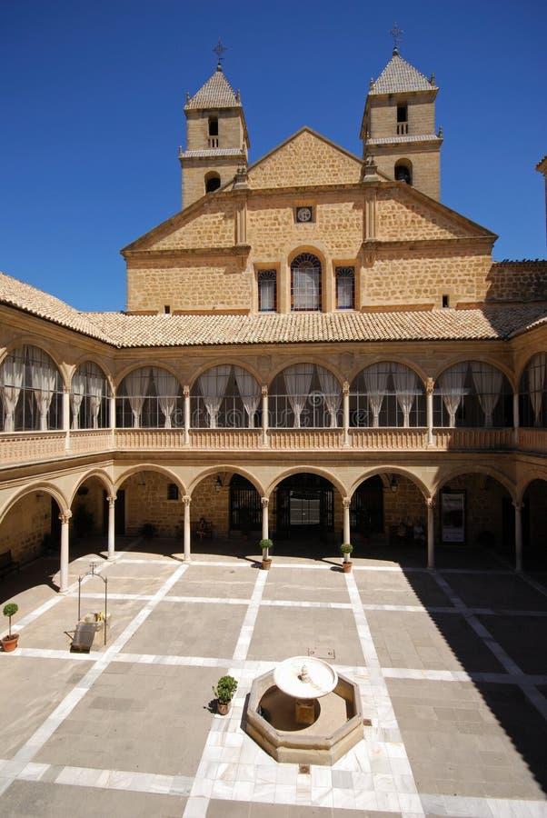 Cour, hôpital de Santiago, Ubeda, Espagne. photo libre de droits