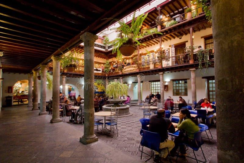 Cour intérieure dans Palace d'archevêque, Quito, Equateur photographie stock libre de droits