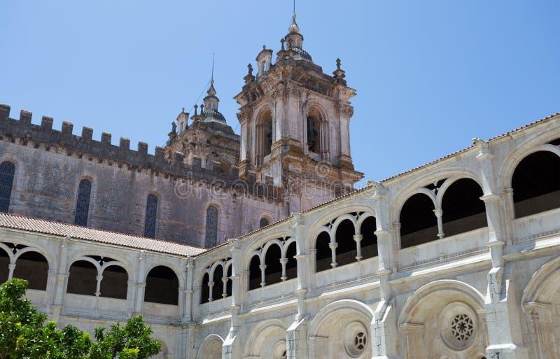Cour intérieure de jardin du monastère de St Mary d'Alcobaca, au Portugal central Site de patrimoine mondial de l'UNESCO depuis 1 photos stock