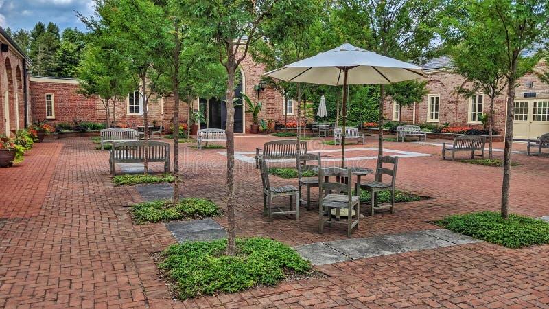 Cour Mansfield Ohio de garage de maison de jardinerie de Kingswood images libres de droits