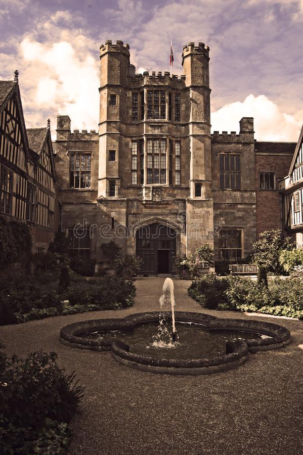 Cour Tudor Mansion, le Warwickshire de Coughton images stock