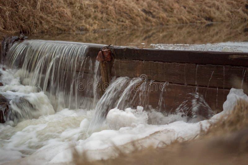 Courant d'eau photographie stock libre de droits