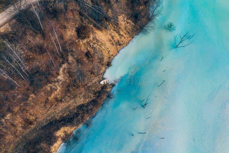 Courant souill? et toxique de l'eau dans Geamana, Roumanie photos stock