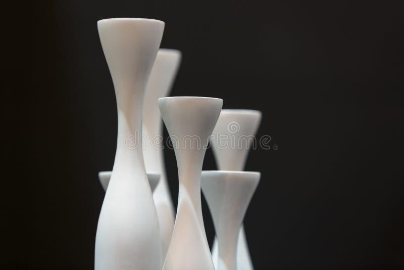 courbes des vases vides en noir et blanc photo libre de droits