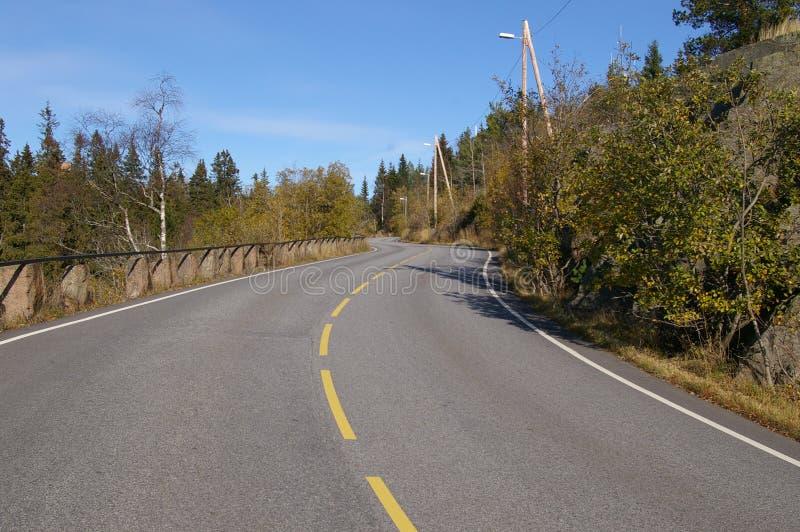 Courbure De Route Dans La Campagne Photos stock