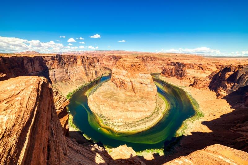 Courbure en fer à cheval sur le fleuve Colorado avec le ciel bleu lumineux, Utah images libres de droits