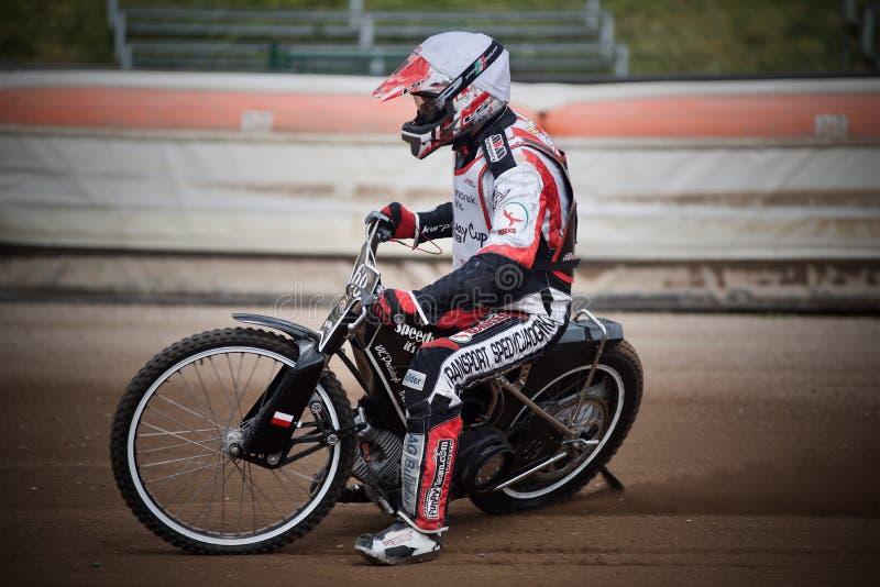 Coureur amateur de speed-way pendant la formation dans la République Tchèque de Liberec image libre de droits