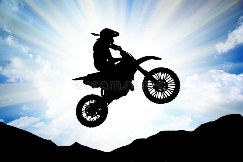 Coureur de Moto en ciel ensoleillé. photo stock