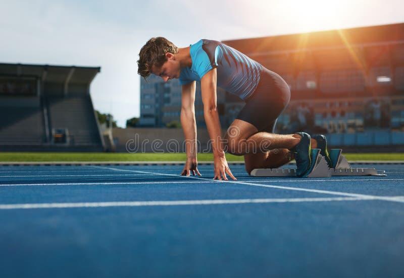 Coureur prêt pour l'exercice de sports image libre de droits