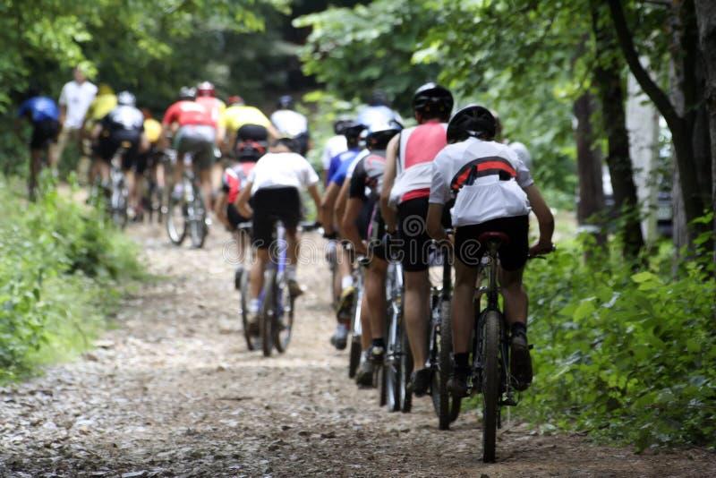 Coureurs de vélo images stock