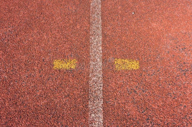 Courez la voie de course et la ligne blanche photo stock
