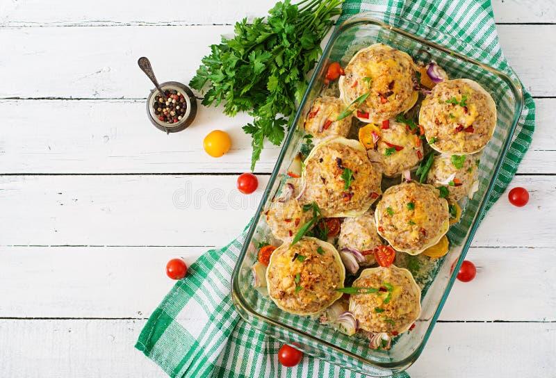 Courge bourrée des légumes et de la viande image stock