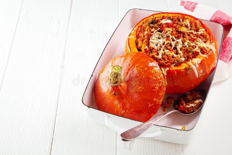 Courge de butternut bourrée cuite au four images libres de droits