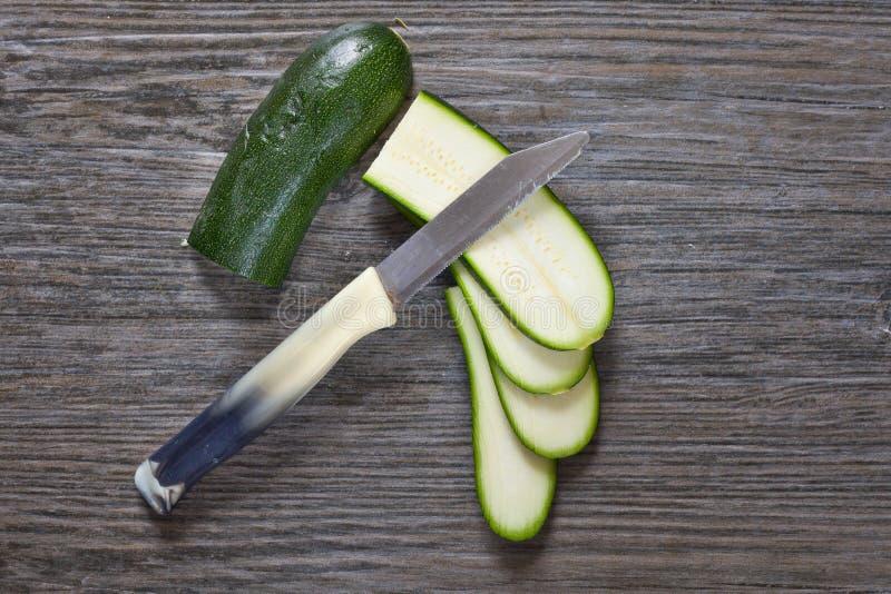 Download Courgette image stock. Image du vert, couteau, ingrédient - 45357691