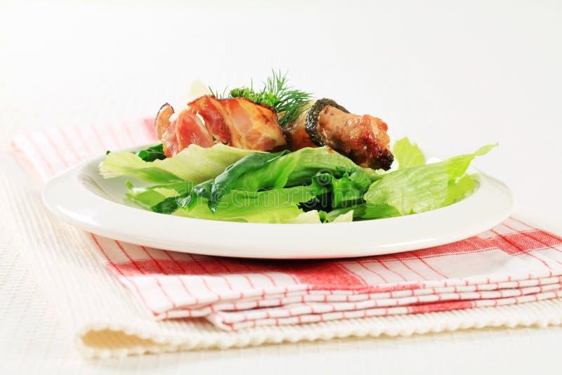 Courgette verpakt vleesballetje stock foto