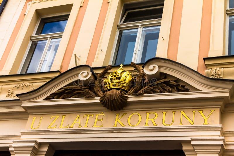 Couronne d'or d'hôtel à Prague photographie stock libre de droits