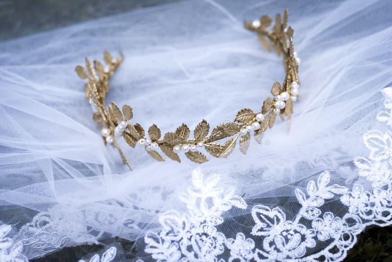 Couronne et voile II de jeune mariée image libre de droits