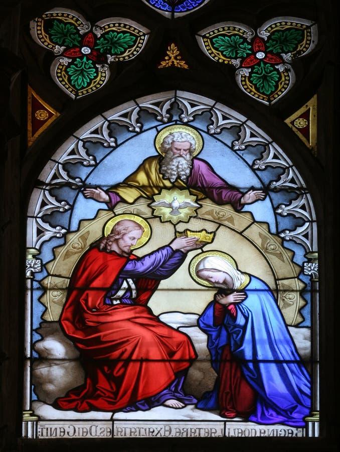Couronnement de Mary images stock