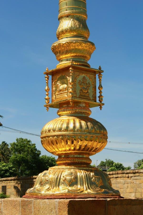 Courrier d'or de drapeau de saint ornemental du temple de Brihadisvara dans Gangaikonda Cholapuram, Inde photographie stock libre de droits