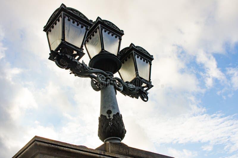 Courrier de lampe de Stret à Budapest, Hongrie image libre de droits