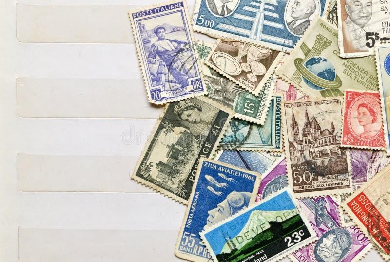 Courrier utilisé de timbres images stock