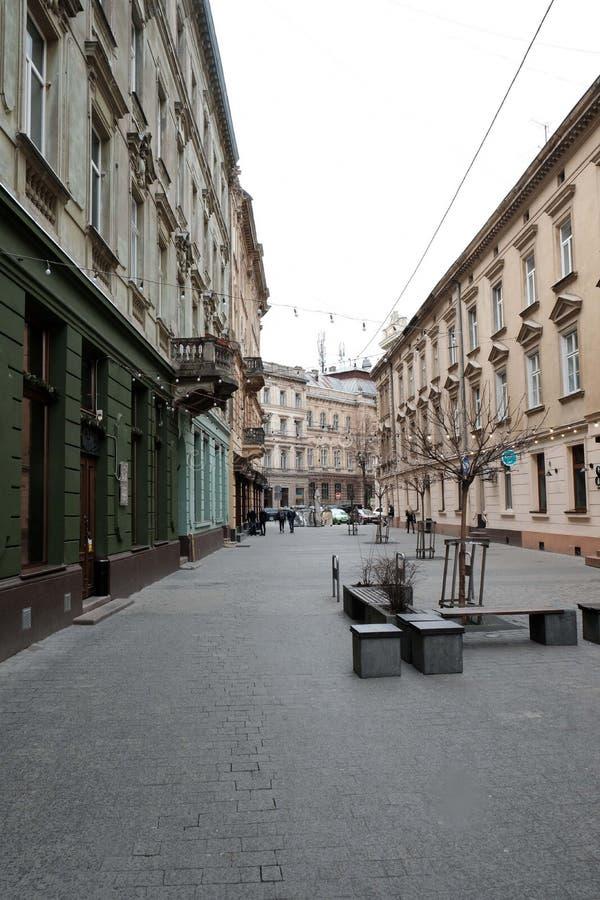 Cours étroites dans la ville, la vieille route en pierre Rue dans la ville de Lviv Ukraine 03 15 19 photos libres de droits