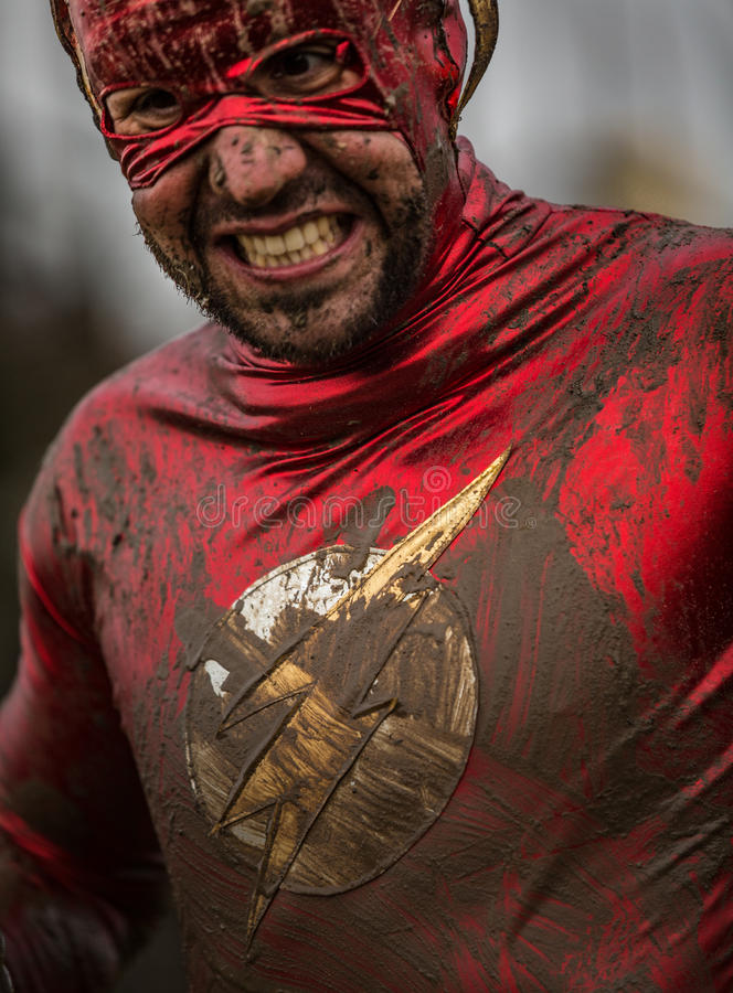 Course 2014 d'obstacle de gars dur de concurrent de superhéros images stock