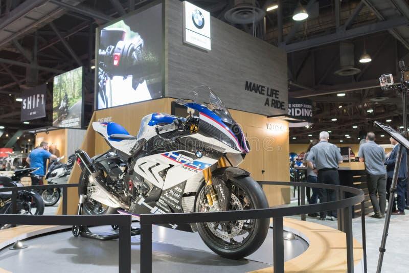 Course de BMW HP4 sur l'affichage photo libre de droits