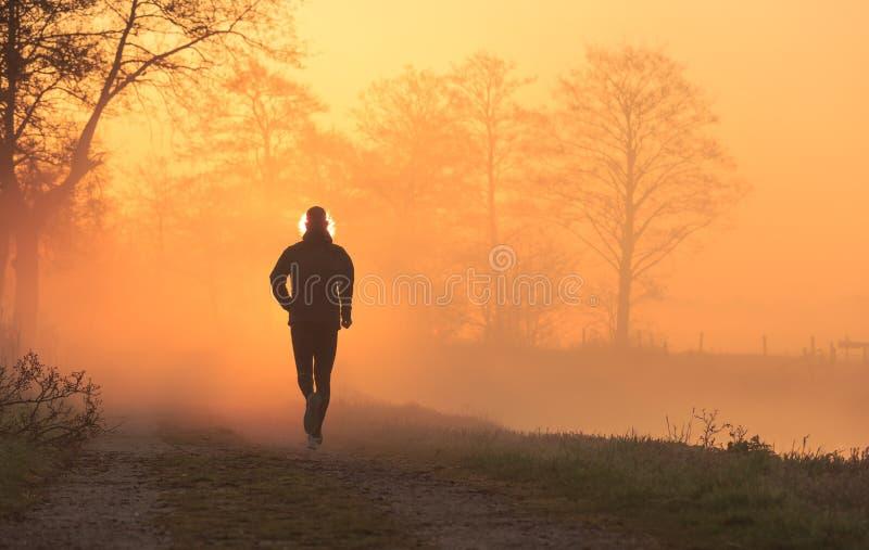 Course de lever de soleil photographie stock libre de droits