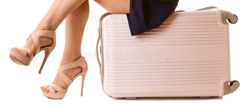 Course et vacances Jambes femelles avec le sac de valise image libre de droits