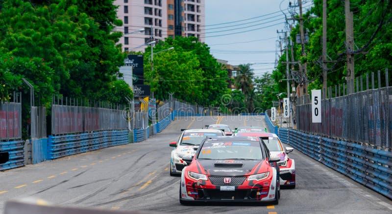 Courses d'automobiles de Honda sur le champ de courses dans Bangsaen Grand Prix 2018 près de plage de Bangsaen en Thaïlande photo stock