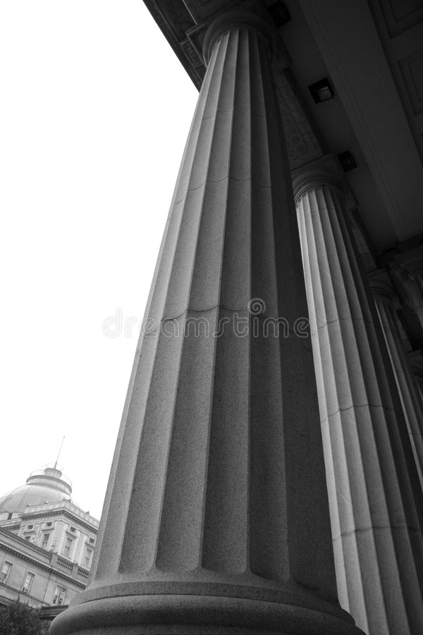Free Courthouse Entrance Royalty Free Stock Photography - 1354737