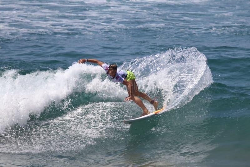 Courtney Conlogue, der in das Packwagen-US Open des Surfens 2018 surft lizenzfreies stockfoto