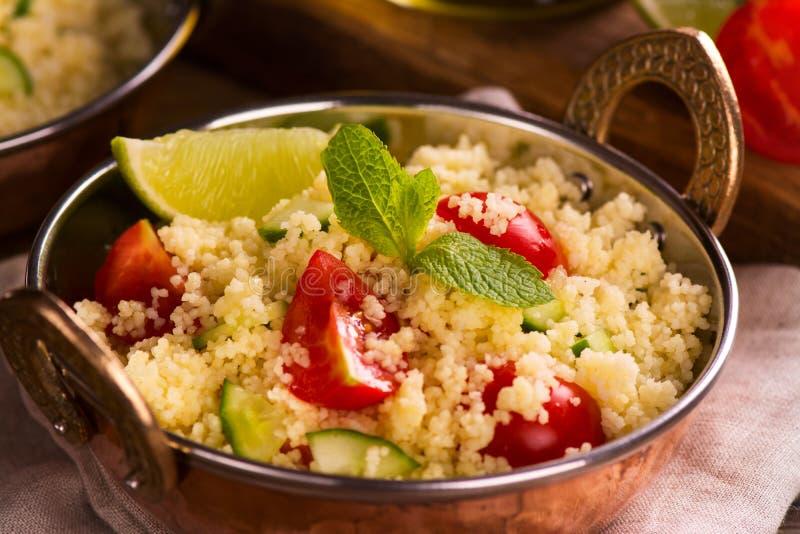 Couscoussallad med grönsaker fotografering för bildbyråer
