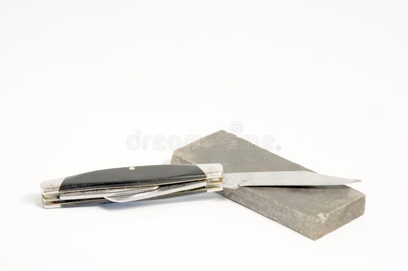 Couteau avec de la pierre à aiguiser image stock
