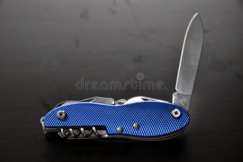 Couteau de poche bleu photographie stock libre de droits