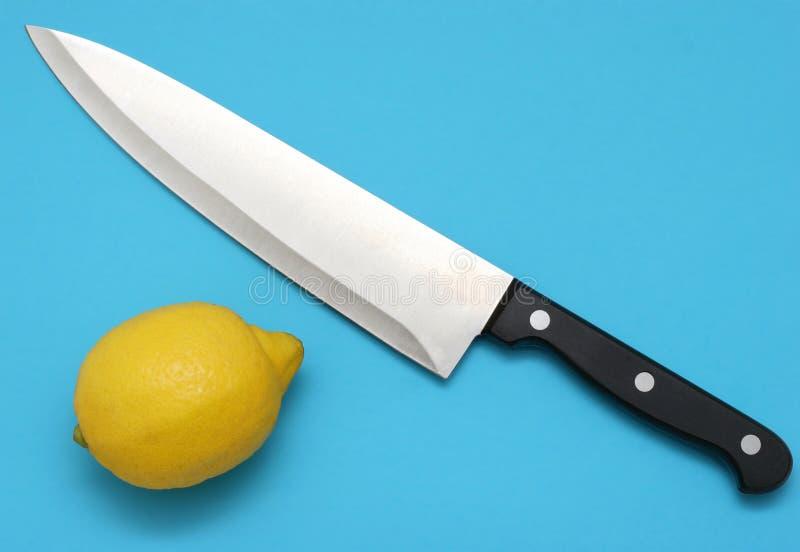 Couteau et citron photographie stock