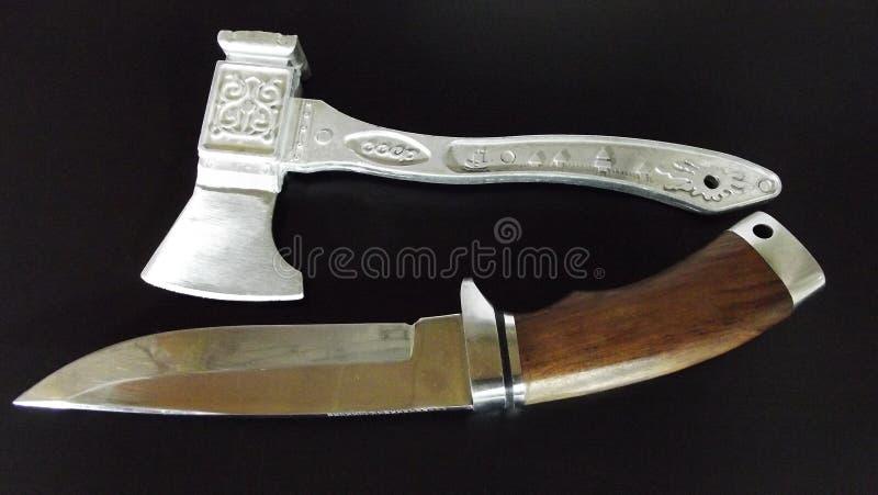 Couteau et cognée images stock
