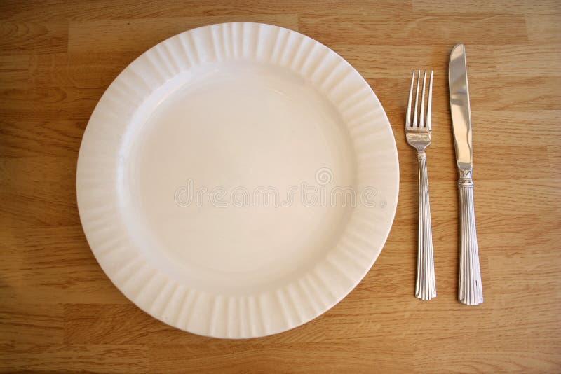 Couteau et fourchette blancs de plaque photos libres de droits