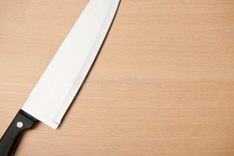 Couteau et panneau pour la nourriture de découpage photos stock