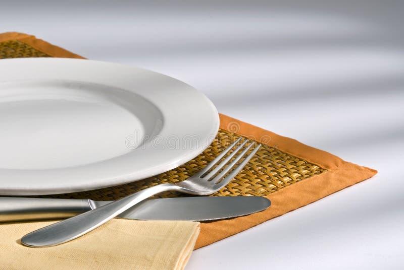 Couteau, fourchette et plaque photos stock