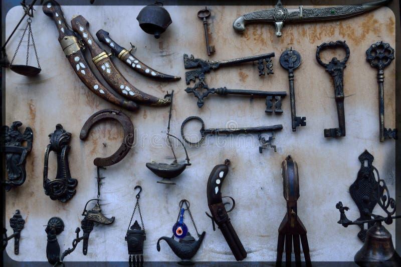 Couteaux faits main forgés et d'autres objets photo stock