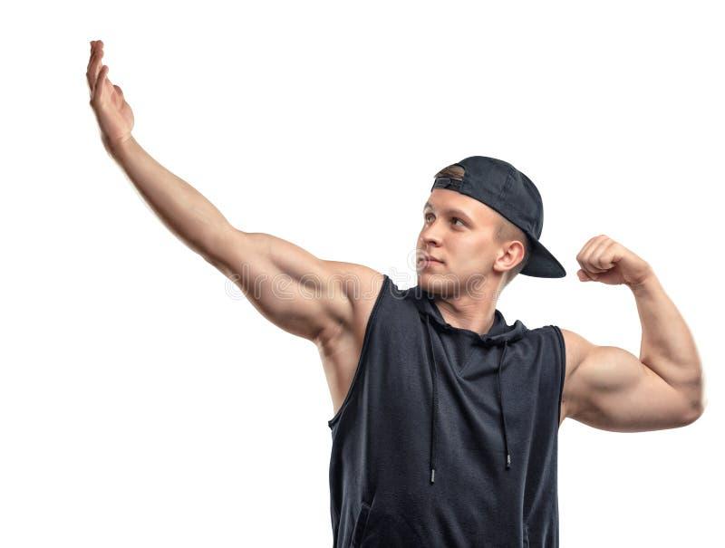 Coutout健身人摆在和展示武装肌肉,二头肌 图库摄影