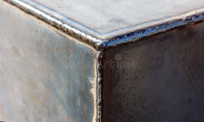 Couture de soudure de texture sur des tôles d'acier photographie stock
