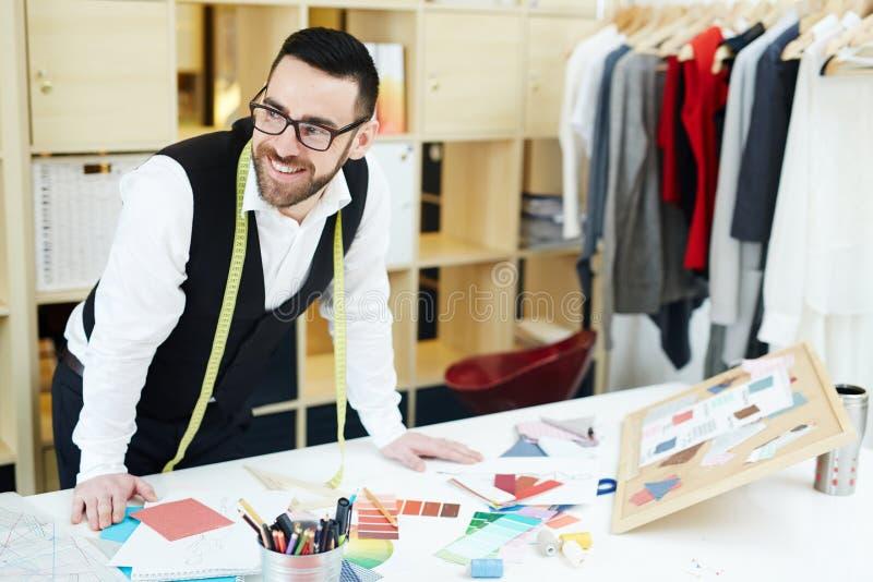 Couturier przy miejscem pracy fotografia royalty free