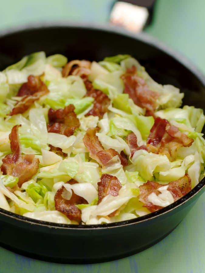 Couve com bacon imagem de stock